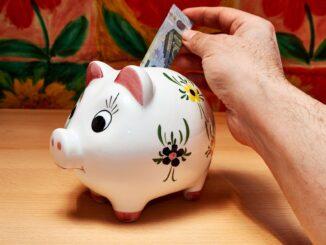 Sparen mit Sparschwein für Studenten